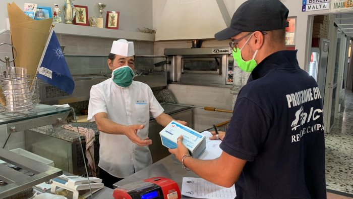 consegna kit mascherine a locali bar e ristoranti