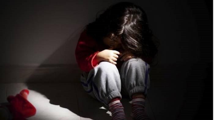 orrore in paese bimbo di 6 anni violentato da ragazzino di 12