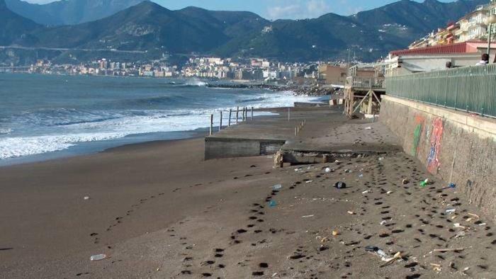 salerno morto sulla spiaggia la verita in una lettera