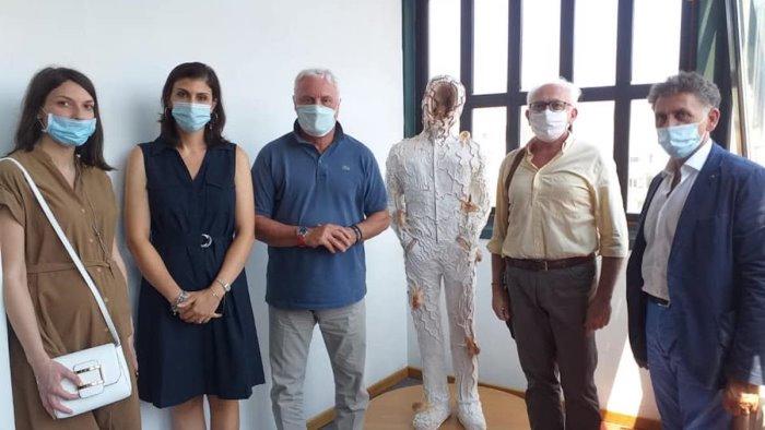 baronissi donazione statua per ricordare emergenza covid
