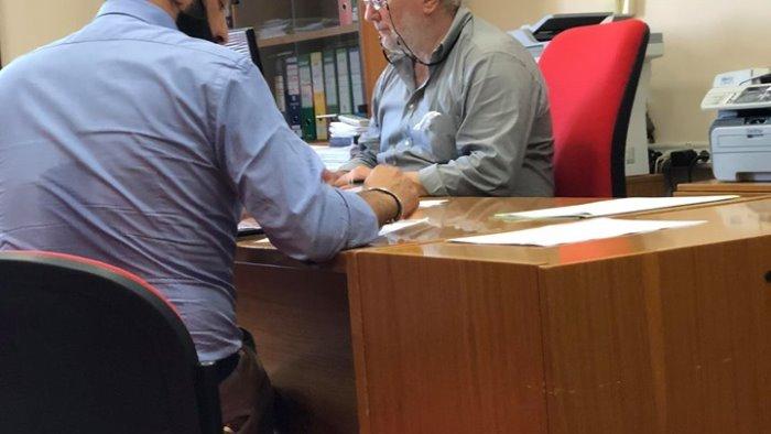 giorgione firma ed accetta l incarico di assessore