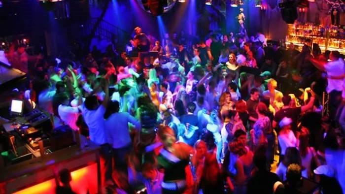 covid ad ascea discoteche chiuse e alcool vietato dopo le 24