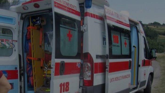 incidente stradale all alba ferito un giovane