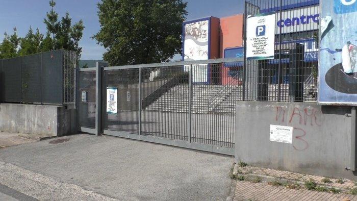 lavoratori sospesi la piscina comunale resta chiusa