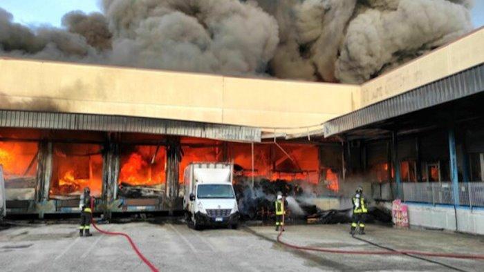 la nostra azienda e andata in fiamme aiutateci parte una raccolta fondi