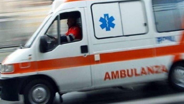incidente stradale a capaccio una moto si scontra con un auto grave 60enne
