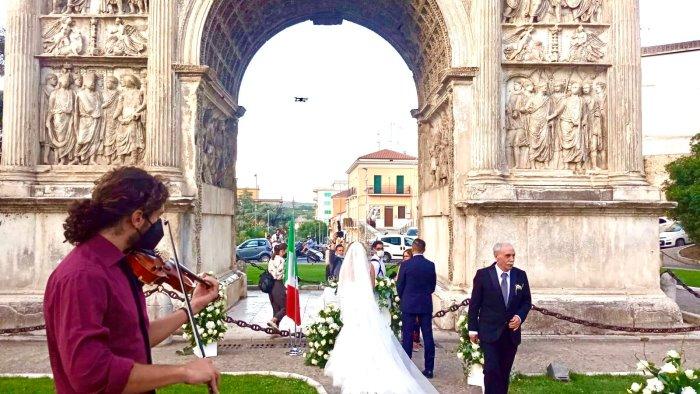 matrimoni civili primo si sotto l arco di traiano