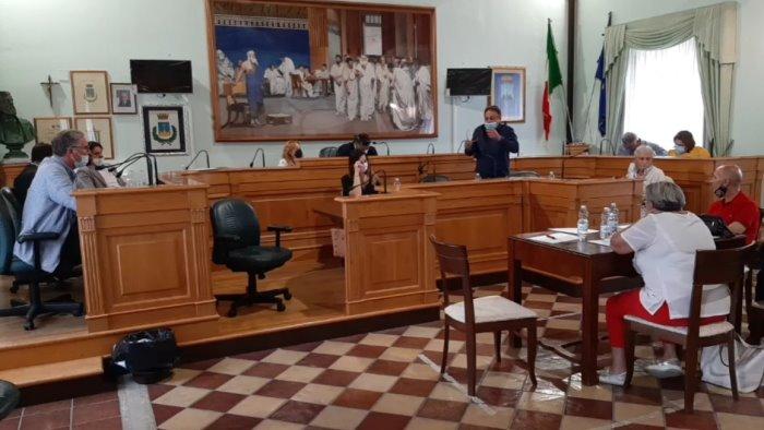 caso ospedale landolfi in aula montoro approva documento unitario