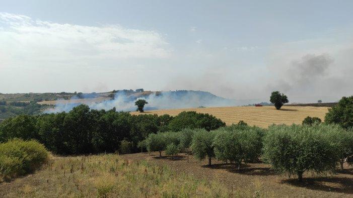 maxi incendio tra paduli e sant arcangelo trimonte canadair in azione foto