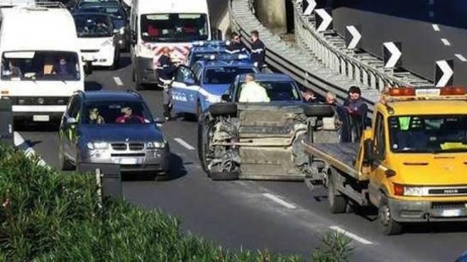camion perde olio dal motore maxi tamponamento sull a16