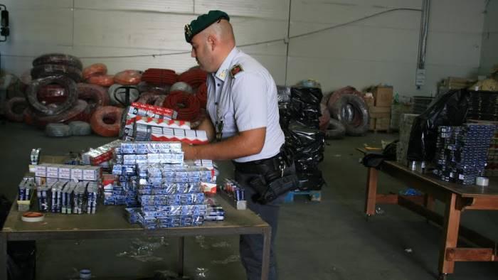 Teverola, sequestrate 5 tonnellate di sigarette: 14 arresti
