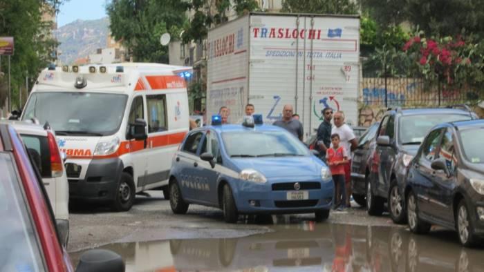 Rapina al portavalori: spari tra la folla, panico davanti alla banca