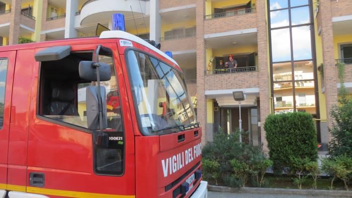 Incendio in un appartamento in via Cupa Ponticelli