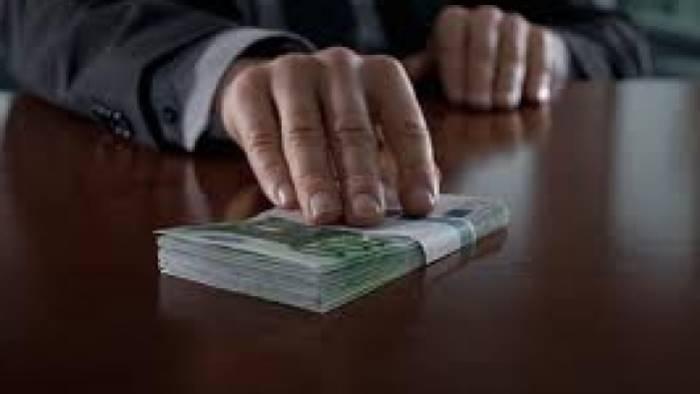 Corruzione, finanziamenti illeciti, associazione a delinquere: arrestato sindaco nel casertano