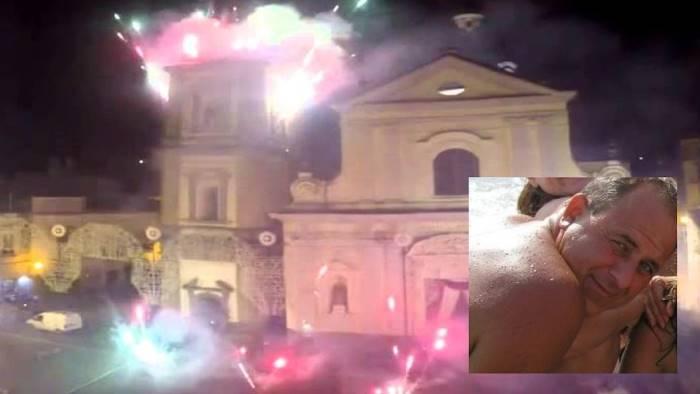 Napoli, tragedia alla festa patronale: operaio precipita dal campanile e muore