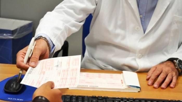 Rubavano i soldi dei ticket, arrestati due dipendenti dell'ospedale di Capri