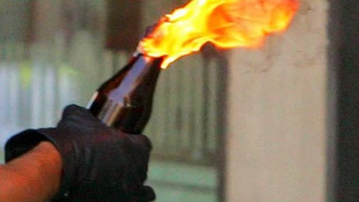 Molotov lanciata tra caserma Ps e bar