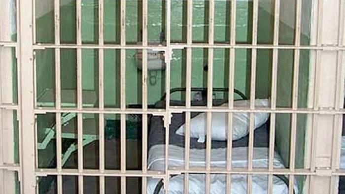 aggressione in carcere pugni e testate agli agenti