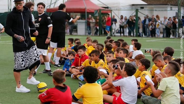 scuola calcio le foto del primo giorno