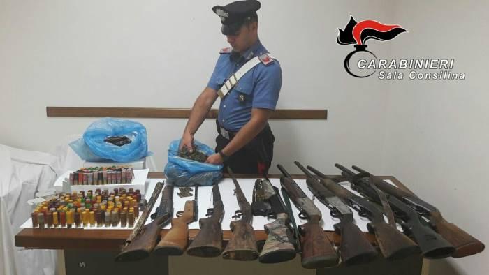 armi droga e munizioni trovato un arsenale nel parco