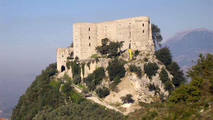 vendesi borgo storico per 230mila euro