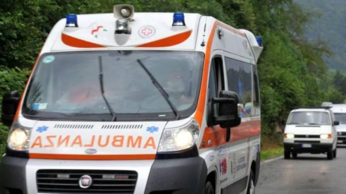 incidente a piazza del popolo 59enne gravissimo in ospedale