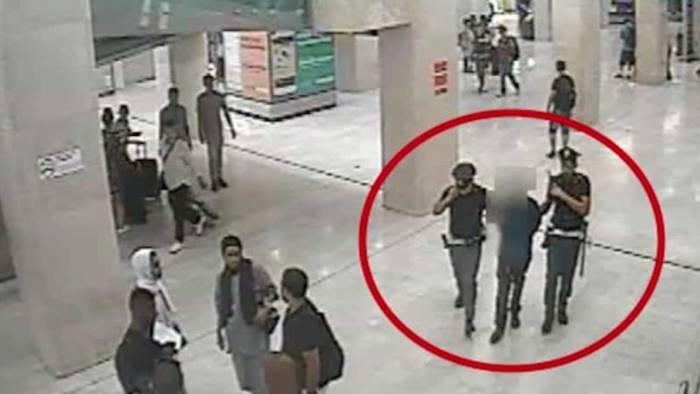 poliziotto libero dal servizio sventa la rapina sei un eroe