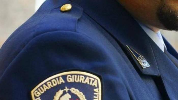 caso finta sparatoria con guardie giurate scatta sospensione