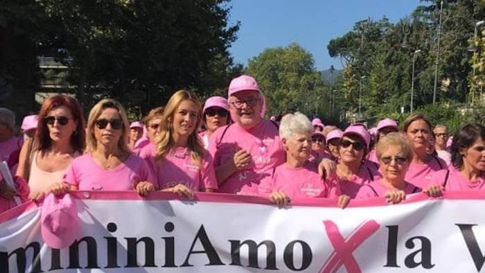 in 6mila per la camminata rosa il vescovo inno alla vita