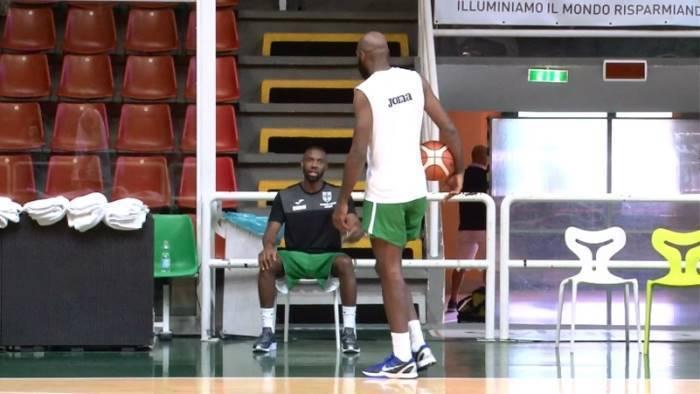 scandone 92 85 sull eurobasket finale con brindisi all irtet