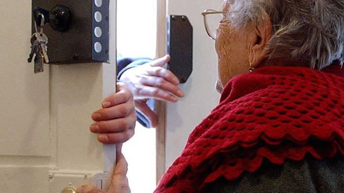 truffa un anziana e le porta via 40mila euro arrestato