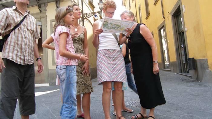 commercianti a lezione di inglese per accogliere turisti