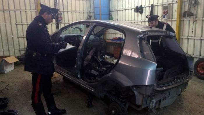 riciclaggio d auto in un officina di nocera 4 indagati