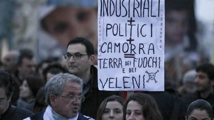 terra dei fuochi sindaci a roma e cittadini in piazza