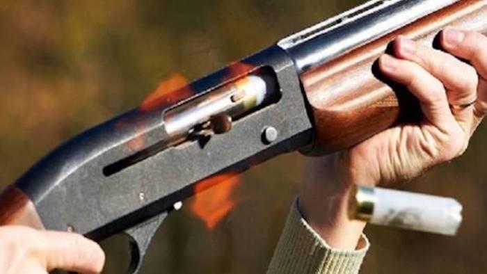 vecchietta ultra 80enne armata di fucile minaccia i vicini