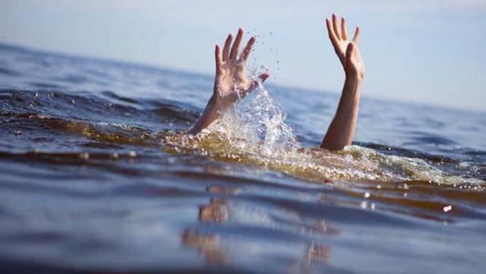 camerota rischia di annegare 51enne salvato dai bagnini