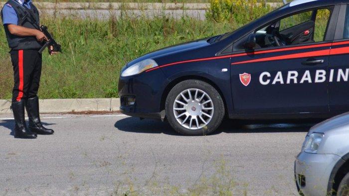fermato dai carabinieri dichiara false generalita denunciato