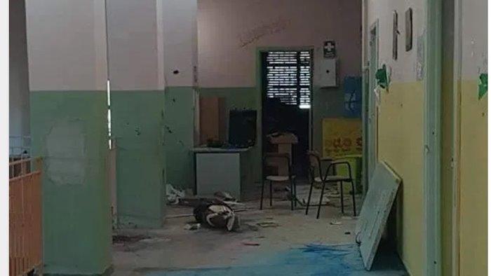 scuola devastata da vandali azzolina manda fondi a preside