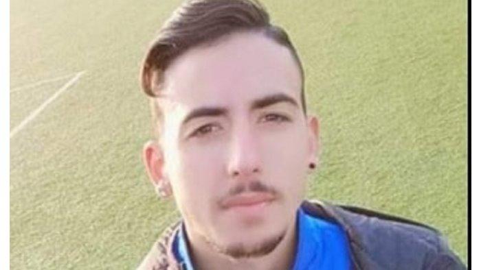 giugliano giovane muore sul campo di calcio