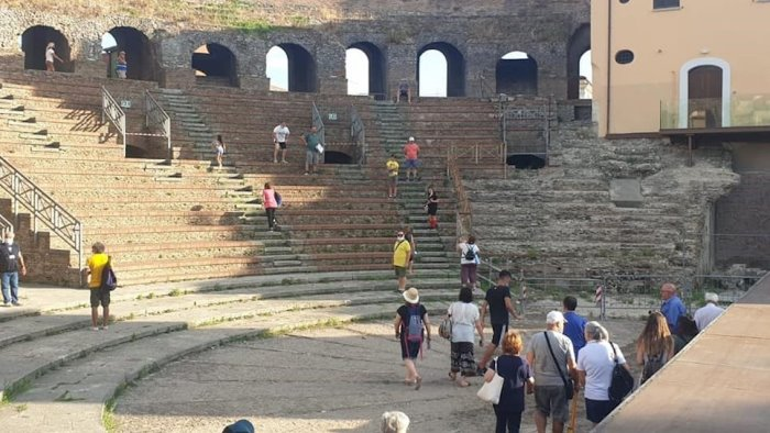 il teatro romano tiene nonostante il covid tanti visitatori