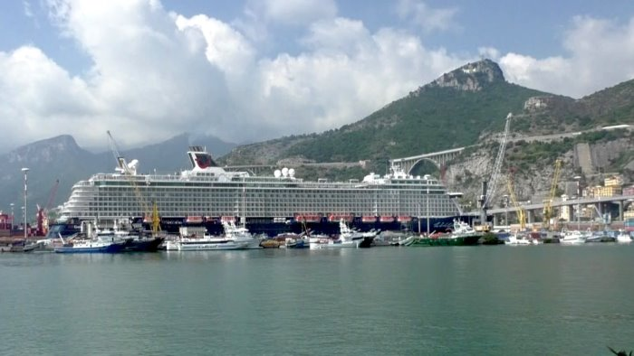 crociere a salerno torna la mein schiff oltre mille turisti in citta