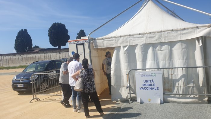 vaccinazioni al mercato a boscoreale buona adesione e ora un nuovo open day