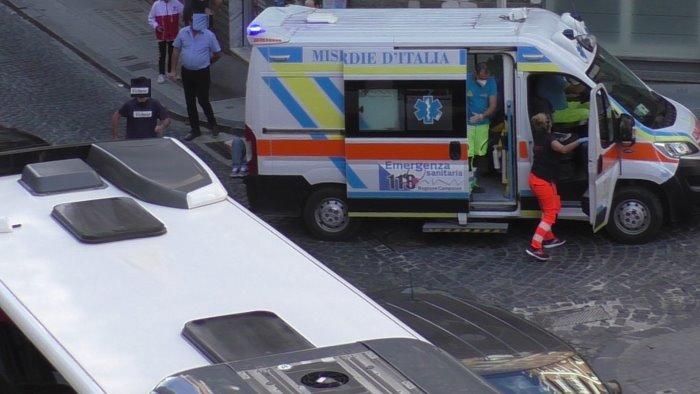 pensionato aggredito su un bus e in strada a benevento trasportato in ospedale
