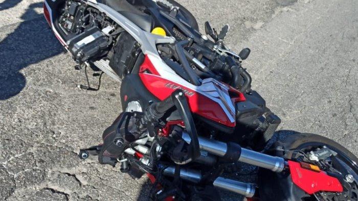 moto investe un pedone 24enne trasportato al san pio in gravi condizioni foto