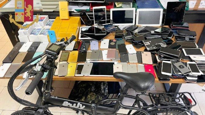 porta nolana sorpresi con smartphone e tablet fermati tre uomini